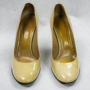 Patent Leather Burberry Rounded Toe Heels in Beige